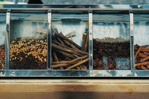 Harmonizing Contradictions with Licorice
